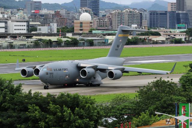 HLeeさんが、台北松山空港で撮影したアメリカ空軍 C-17A Globemaster IIIの航空フォト(飛行機 写真・画像)