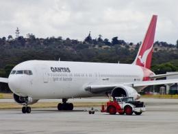 TA27さんが、メルボルン空港で撮影したカンタス航空 767-338/ERの航空フォト(飛行機 写真・画像)