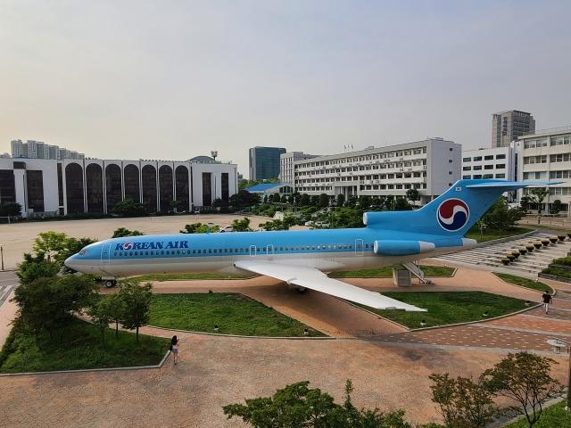 ネコ雪さんが、仁川国際空港で撮影した大韓航空 727-281の航空フォト(飛行機 写真・画像)