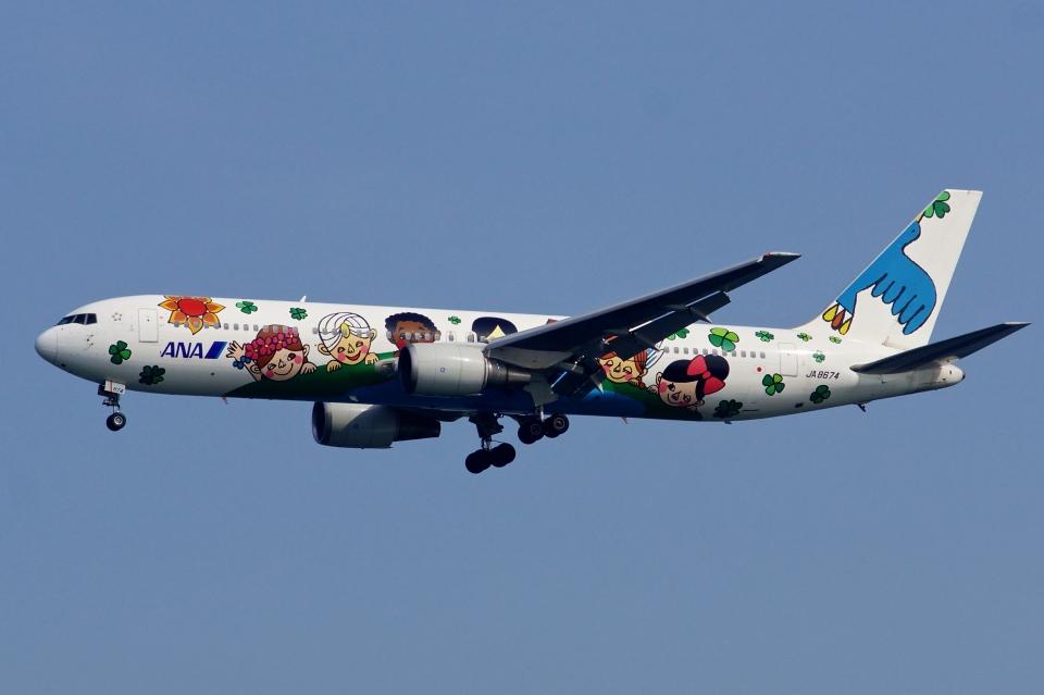 kaeru6006さんの全日空 Boeing 767-300 (JA8674) 航空フォト