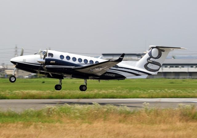 LOTUSさんが、八尾空港で撮影した日本法人所有 King Air 350i (B300)の航空フォト(飛行機 写真・画像)