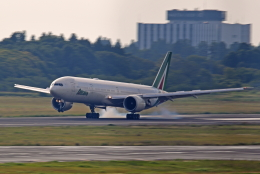 Souma2005さんが、成田国際空港で撮影したアリタリア航空 777-3Q8/ERの航空フォト(飛行機 写真・画像)