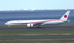 taka1129さんが、羽田空港で撮影した航空自衛隊 777-3SB/ERの航空フォト(飛行機 写真・画像)