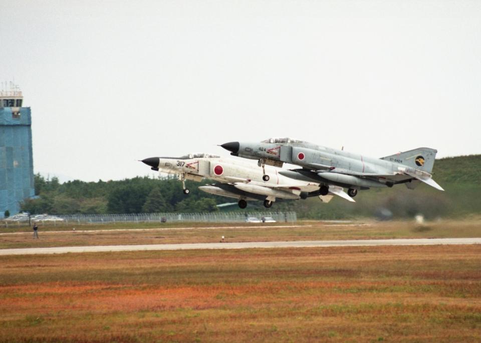 元青森人さんの航空自衛隊 Mitsubishi F-4EJ Kai Phantom II (97-8424) 航空フォト