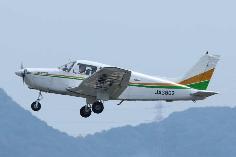 よっしぃさんの日本個人所有 Piper PA-28 Cherokee (JA3802) 航空フォト