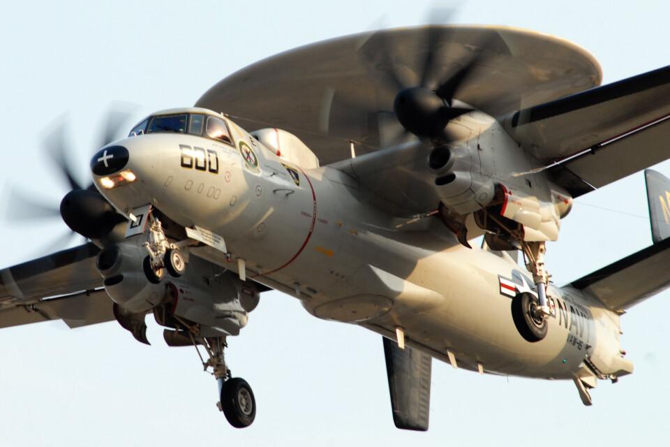 banshee02さんのアメリカ海軍 Grumman E-2 Hawkeye (165817) 航空フォト