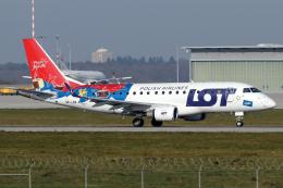 chrisshoさんが、シュトゥットガルト空港で撮影したLOTポーランド航空 ERJ-170-100 (ERJ-170STD)の航空フォト(飛行機 写真・画像)