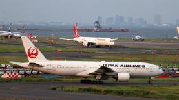 誘喜さんが、羽田空港で撮影した日本航空 777-246の航空フォト(飛行機 写真・画像)