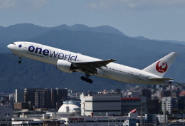 MOHICANさんが、福岡空港で撮影した日本航空 777-246の航空フォト(飛行機 写真・画像)