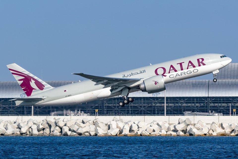 Ariesさんのカタール航空カーゴ Boeing 777-200 (A7-BFX) 航空フォト