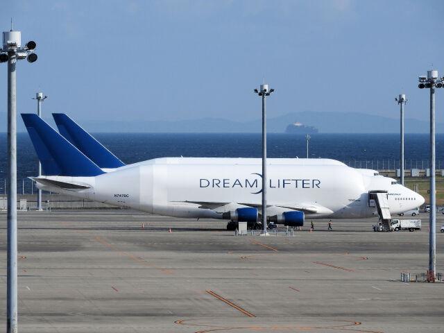 White Pelicanさんが、中部国際空港で撮影したボーイング 747-4J6(LCF) Dreamlifterの航空フォト(飛行機 写真・画像)