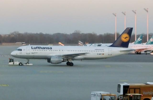 TA27さんが、ミュンヘン・フランツヨーゼフシュトラウス空港で撮影したルフトハンザドイツ航空 A320-211の航空フォト(飛行機 写真・画像)
