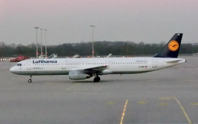 TA27さんが、ミュンヘン・フランツヨーゼフシュトラウス空港で撮影したルフトハンザドイツ航空 A321-131の航空フォト(飛行機 写真・画像)