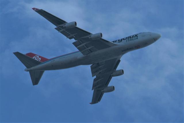 どらネコ★きんぐさんが、羽田空港で撮影したカーゴルクス・イタリア 747-4R7F/SCDの航空フォト(飛行機 写真・画像)
