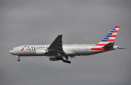 チャーリーマイクさんが、成田国際空港で撮影したアメリカン航空 777-223/ERの航空フォト(飛行機 写真・画像)