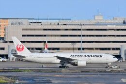 Hiro Satoさんが、羽田空港で撮影した日本航空 777-289の航空フォト(飛行機 写真・画像)