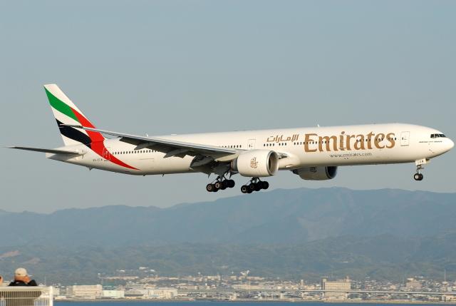 jun☆さんが、関西国際空港で撮影したエミレーツ航空 777-31H/ERの航空フォト(飛行機 写真・画像)