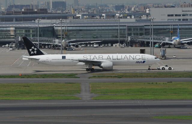 kumagorouさんが、羽田空港で撮影した全日空 777-381/ERの航空フォト(飛行機 写真・画像)