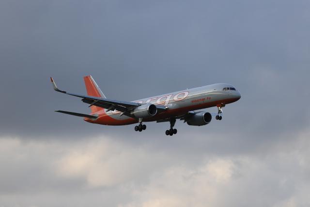 赤ちんさんが、成田国際空港で撮影したアビアスター 757-223(PCF)の航空フォト(飛行機 写真・画像)