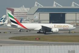 磐城さんが、香港国際空港で撮影したエミレーツ航空 777-F1Hの航空フォト(飛行機 写真・画像)