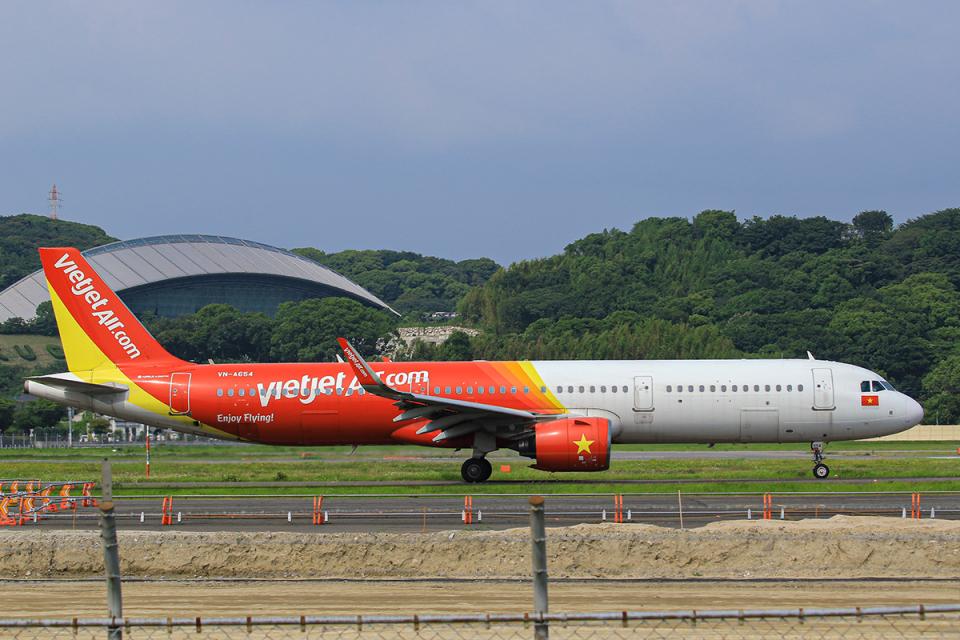 臨時特急7032Mさんのベトジェットエア Airbus A321neo (VN-A654) 航空フォト