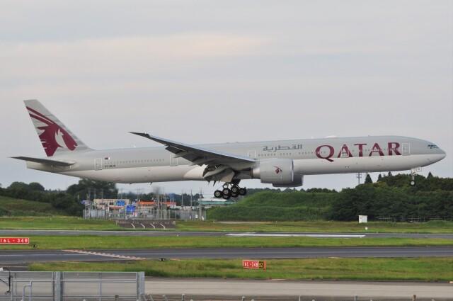 Flying A340さんが、成田国際空港で撮影したカタール航空 777-3DZ/ERの航空フォト(飛行機 写真・画像)