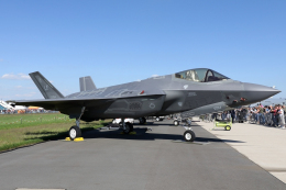 chrisshoさんが、ベルリン・シェーネフェルト空港で撮影したアメリカ空軍 F-35A-2B Lightning IIの航空フォト(飛行機 写真・画像)