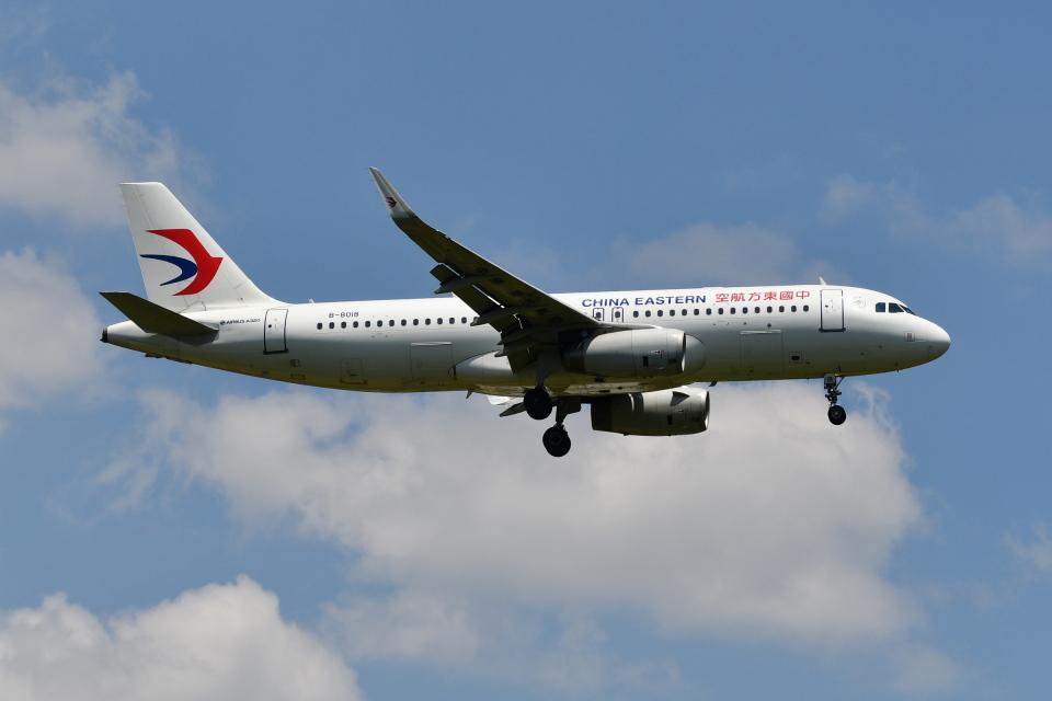 Deepさんの中国東方航空 Airbus A320 (B-8018) 航空フォト