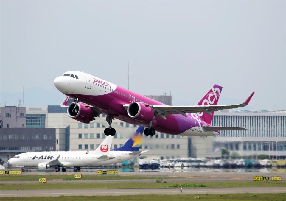にしやんさんのピーチ Airbus A320neo (JA203P) 航空フォト