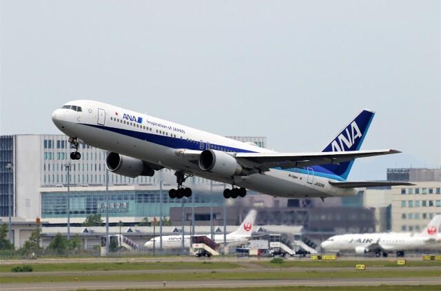 にしやんさんが、新千歳空港で撮影した全日空 767-381/ERの航空フォト(飛行機 写真・画像)