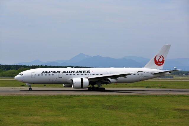 にしやんさんが、新千歳空港で撮影した日本航空 777-246/ERの航空フォト(飛行機 写真・画像)