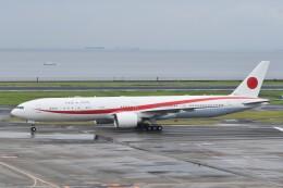 PIRORINGさんが、羽田空港で撮影した航空自衛隊 777-3SB/ERの航空フォト(飛行機 写真・画像)