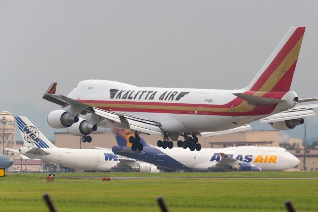 たーぼーさんが、横田基地で撮影したカリッタ エア 747-4R7F/SCDの航空フォト(飛行機 写真・画像)