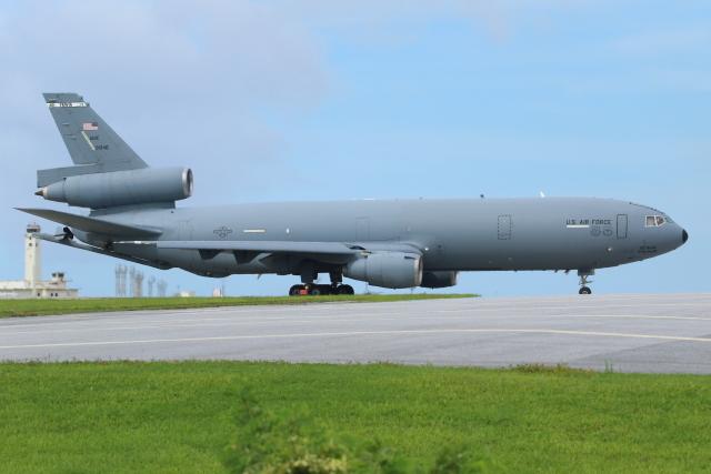 ロボコンの人さんが、嘉手納飛行場で撮影したアメリカ空軍 KC-10A Extender (DC-10-30CF)の航空フォト(飛行機 写真・画像)