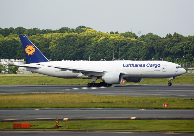 NINEJETSさんが、成田国際空港で撮影したルフトハンザ・カーゴ 777-FBTの航空フォト(飛行機 写真・画像)