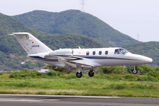 よっしぃさんが、岡南飛行場で撮影したジャプコン 525 Citation M2の航空フォト(飛行機 写真・画像)