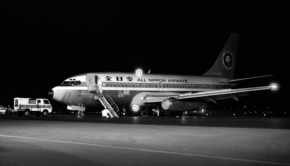 ハミングバードさんの全日空 Boeing 737-200 (JA8413) 航空フォト