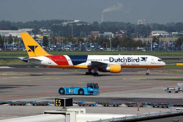 Gambardierさんが、アムステルダム・スキポール国際空港で撮影したダッチバード 757-230の航空フォト(飛行機 写真・画像)