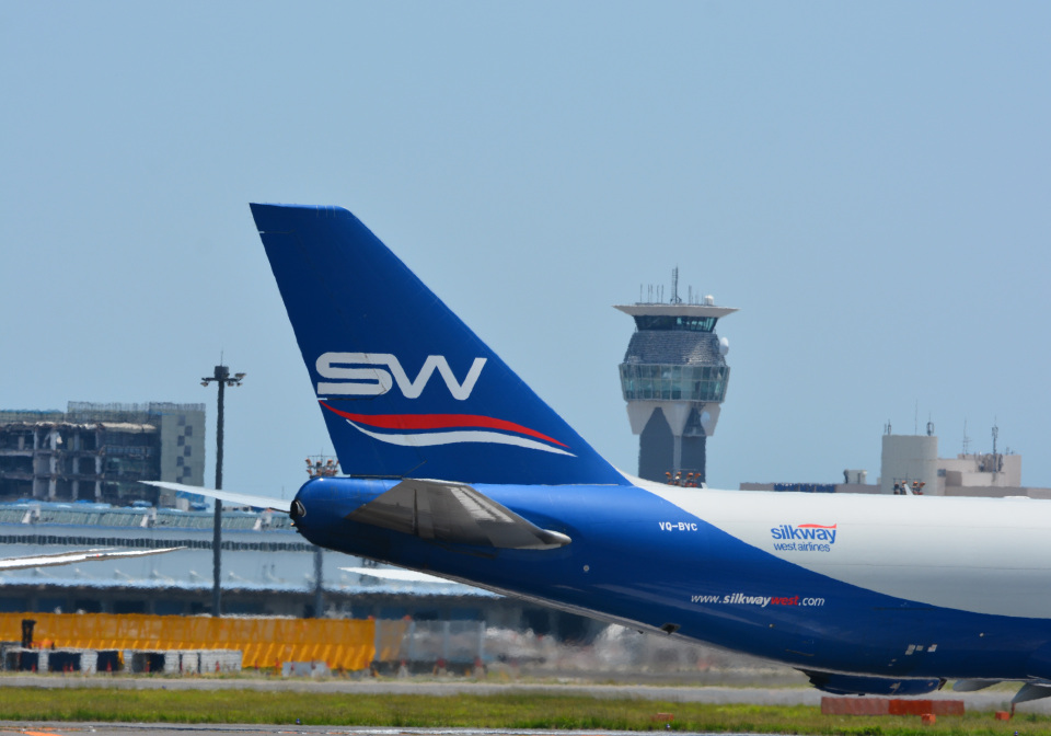 アルビレオさんのシルクウェイ・ウェスト・エアラインズ Boeing 747-8 (VQ-BVC) 航空フォト