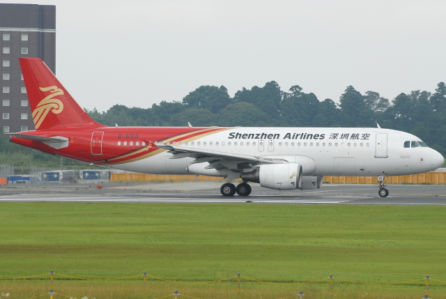 jun☆さんが、成田国際空港で撮影した深圳航空 A320-214の航空フォト(飛行機 写真・画像)