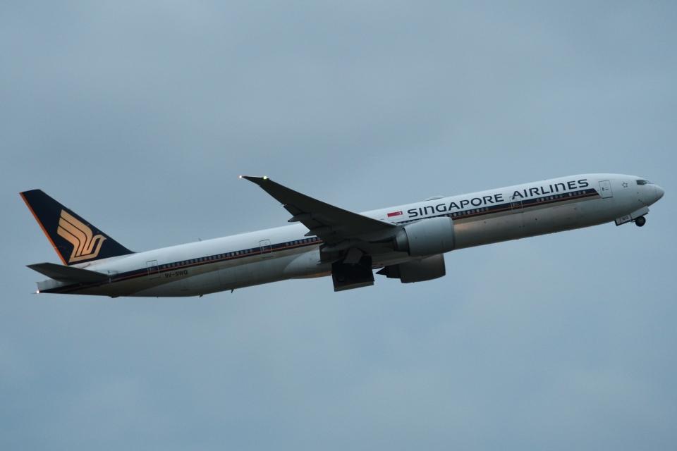 木人さんのシンガポール航空 Boeing 777-300 (9V-SWQ) 航空フォト