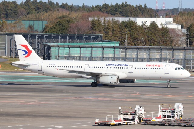 walker2000さんが、成田国際空港で撮影した中国東方航空 A321-231の航空フォト(飛行機 写真・画像)