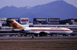 チャーリーマイクさんが、福岡空港で撮影したコンチネンタル・ミクロネシア 727-232/Advの航空フォト(飛行機 写真・画像)