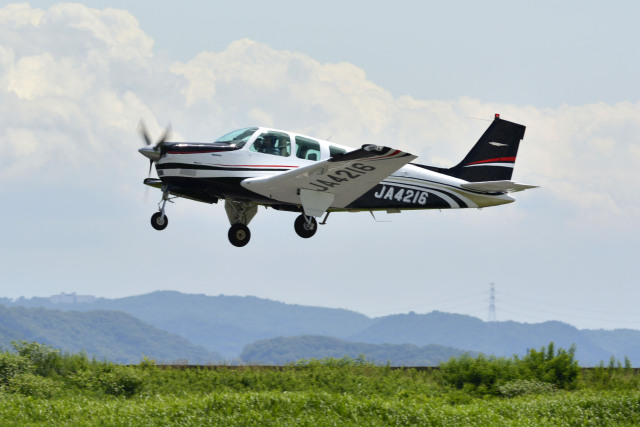 Gambardierさんが、岡南飛行場で撮影した日本法人所有 A36 Bonanza 36の航空フォト(飛行機 写真・画像)