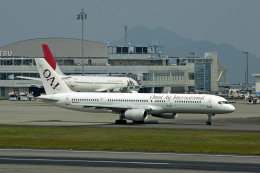 Gambardierさんが、高松空港で撮影したオムニエアインターナショナル 757-28Aの航空フォト(飛行機 写真・画像)