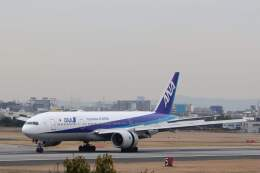 平凡なおっちゃんさんが、伊丹空港で撮影した全日空 777-281の航空フォト(飛行機 写真・画像)