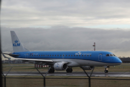yabyanさんが、アムステルダム・スキポール国際空港で撮影したKLMシティホッパー ERJ-190-100(ERJ-190STD)の航空フォト(飛行機 写真・画像)