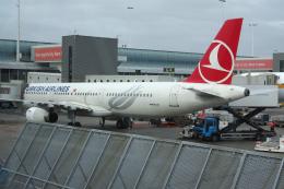 yabyanさんが、アムステルダム・スキポール国際空港で撮影したターキッシュ・エアラインズ A321-231の航空フォト(飛行機 写真・画像)