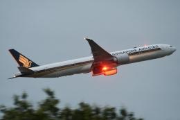木人さんが、成田国際空港で撮影したシンガポール航空 777-312/ERの航空フォト(飛行機 写真・画像)