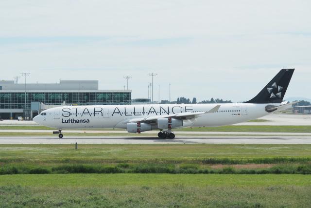thomasYVRさんが、バンクーバー国際空港で撮影したルフトハンザドイツ航空 A340-313Xの航空フォト(飛行機 写真・画像)